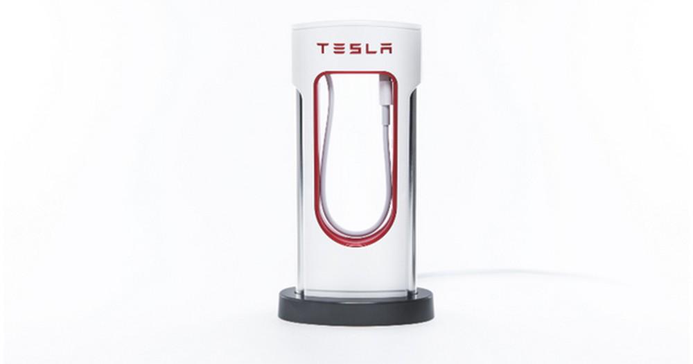 【幾可亂真】Tesla推出流動電源「跟足」Supercharger設計